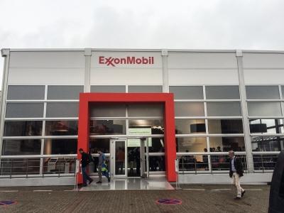 """Expozice společnosti ExxonMobil na veletrhu THE """"K"""" v Düsseldorfu"""