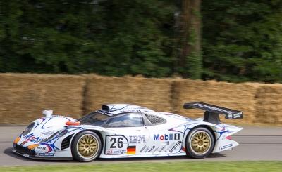 Závodní vůz automobilky Porsche - tradičního partnera společnosti ExxonMobil pro závody 24 Hodin Le Mans